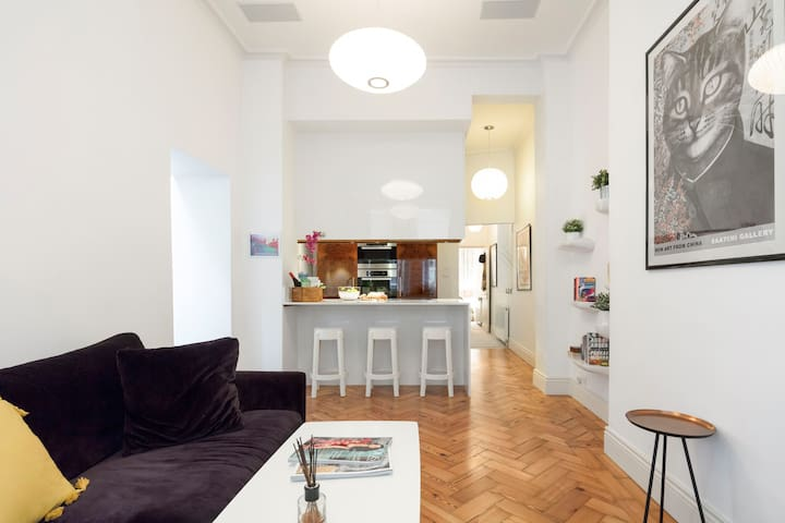 Stylish, Peaceful Apartment Close to Kings Road