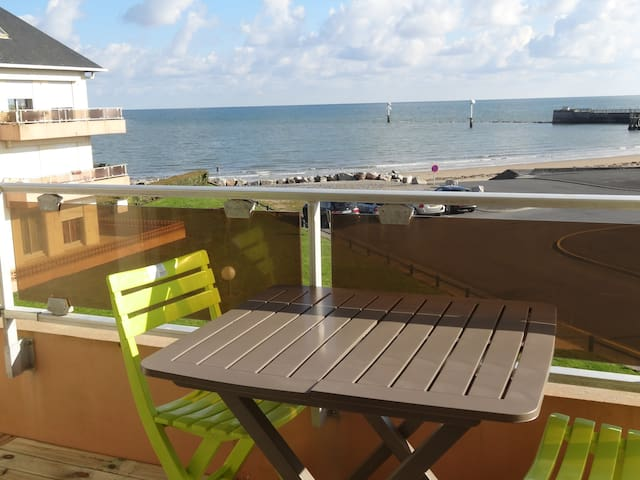 3 bedroom apartment with beautiful sea view - Grandcamp-Maisy - Huoneisto