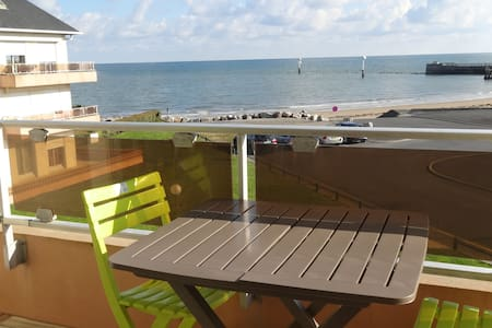 3 bedroom apartment with beautiful sea view - Grandcamp-Maisy - Lejlighed