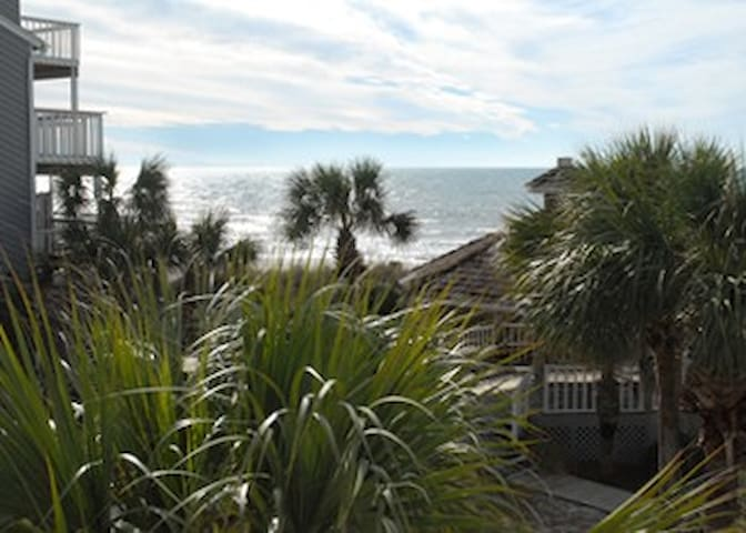 1st Tier 2BR w/loft w/3 twins.20 STEPS to Beach