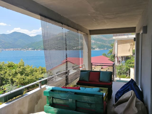 Apartament with Green garden and stunning sea view