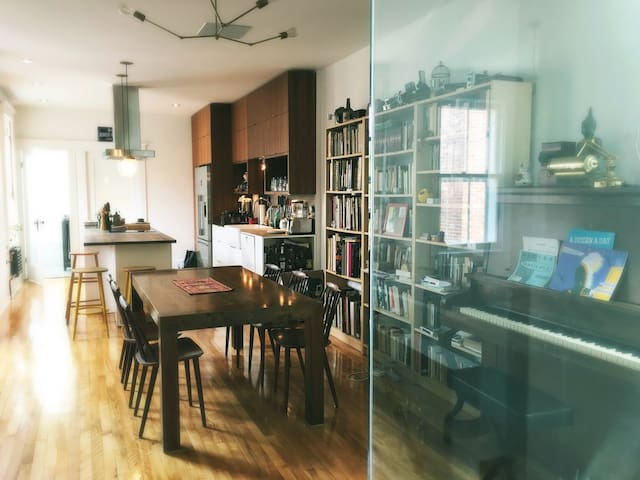 Beautiful bright and spacious 2 bedroom apartment - Montréal - Leilighet