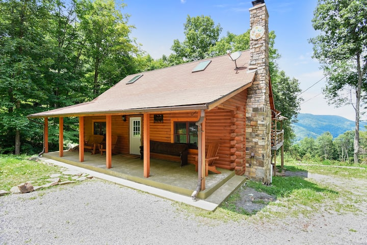 Secluded, Comfy Luxury WV Cabin ~ Mountain Glory