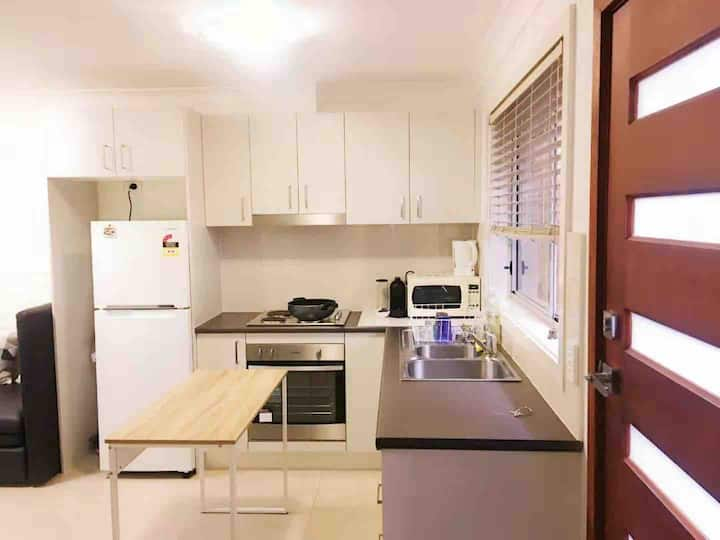 ❤Airport❤Unique 1 bedroom Own Entry Bath&Kitchen