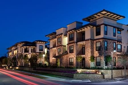 Upscale living in Las Colinas - Irving