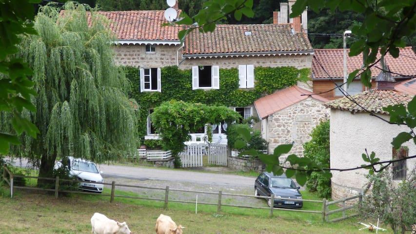 Belle maison de famille à l'écoute de la rivière