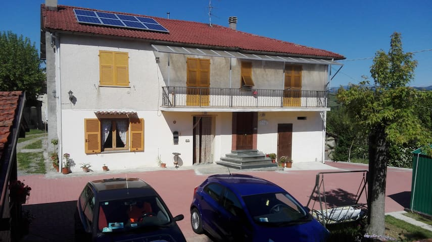 Situata in zona collinare tra i vigneti del Gavi - Gavi - Apartament