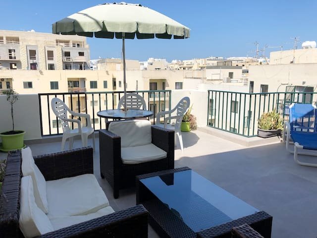 3 bedroom apartment with a spacious terrace