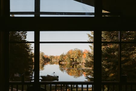 Lake Front Cottage Retreat in the Kawarthas