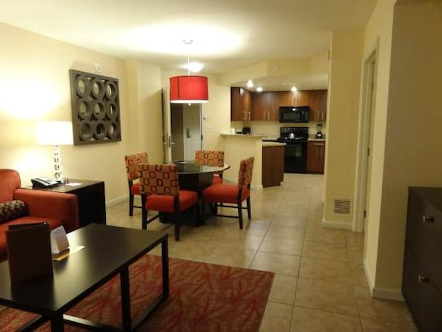 2 Bdrm Suite w/ Kitchen on Las Vegas blvd, gym&spa - Las Vegas - Leilighet