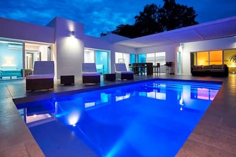 Modern Villa (4) Atop Samara bay