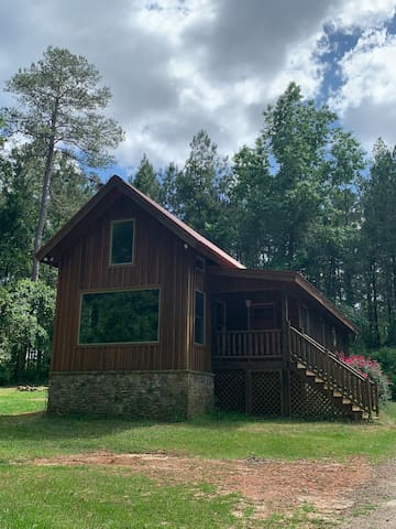 Perrydise Cabin-near Georgia National Fairgrounds