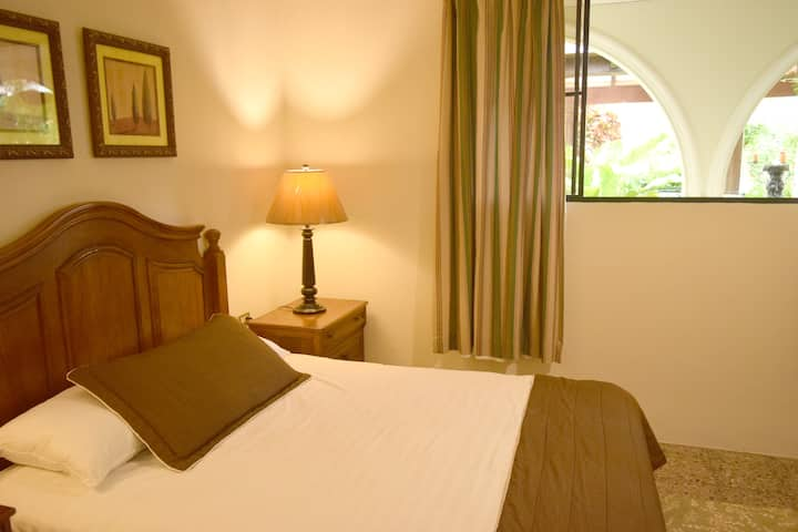 Green Space Room,  One Bed With Private Bathroom.