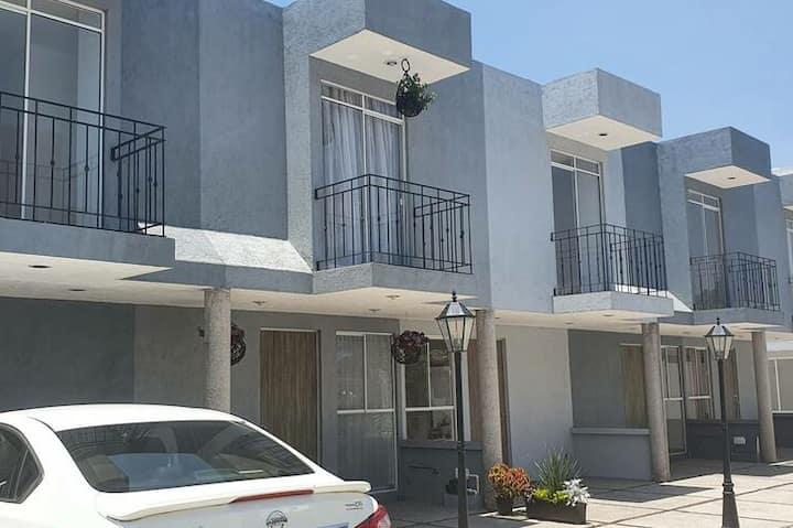 HERMOSA Casa en Condominio !!!