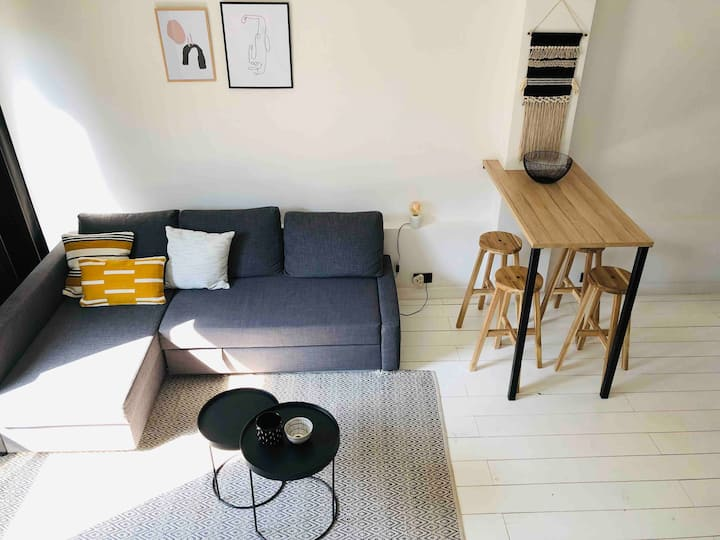 Trendy white duplex apartment in the city centre