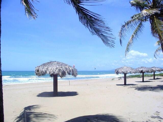 Beachfront 1 bedroom Vacation Rental