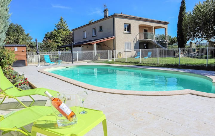 Stunning home in Valreas with Outdoor swimming pool, WiFi and 4 Bedrooms