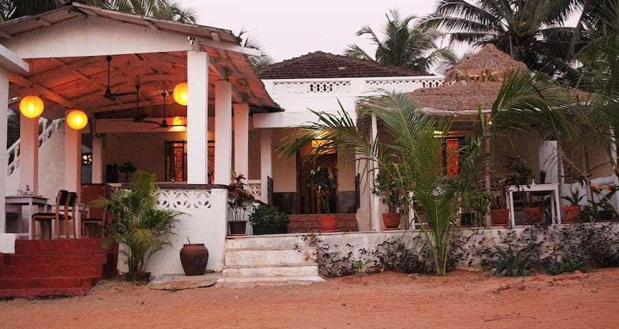 Sea facing beach house 1BR @ Calangute - North Goa - Dom