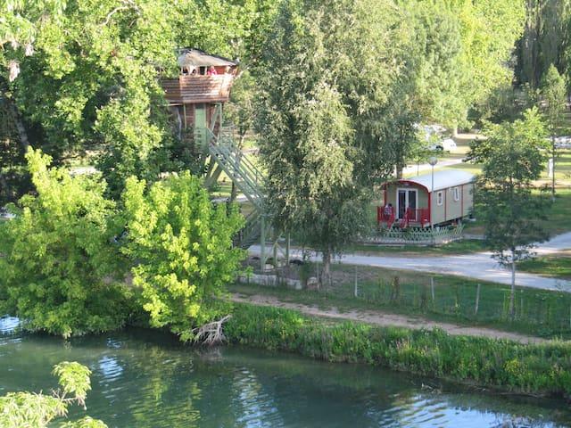La Roulotte vue sur la rivière