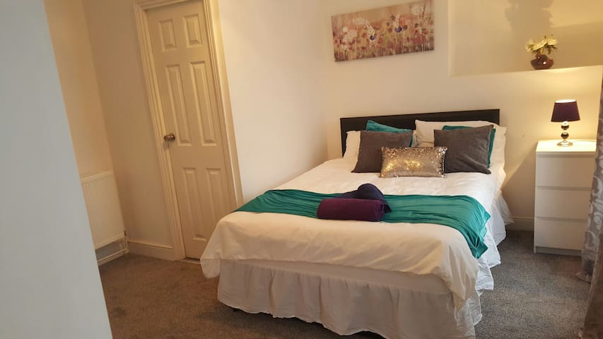 Spacious & Cosy Double Room Close City Centre