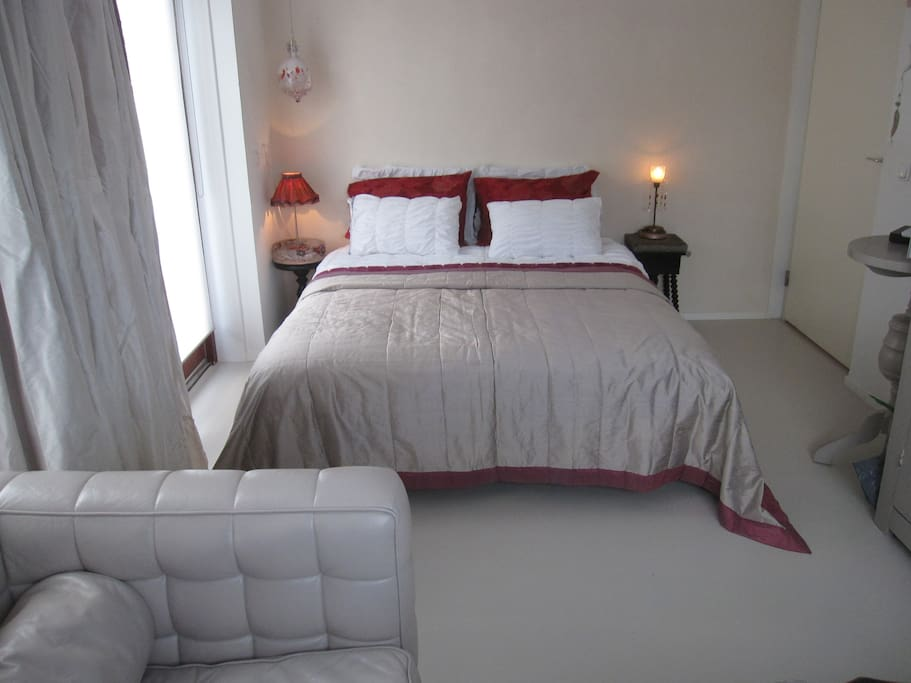 Lovely bed. *Heerlijk bed van  1.80x2.00. cm