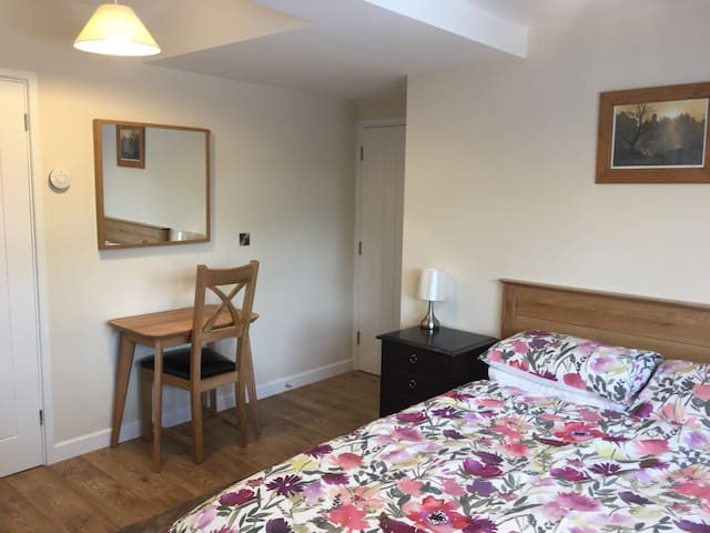 Beautifully furnished room on the edge of Coventry