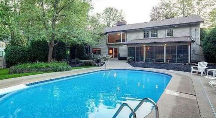 Lovely, quiet cul-de-sac home. Private kitch, pool