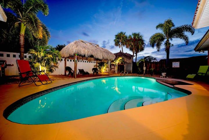 Family/Friendly/Heated pool/Hot tub/Walk to Beach!