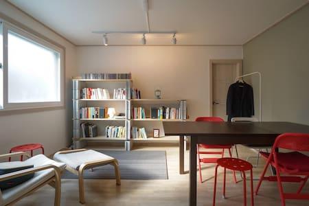 숲과 책, 음악이 있는 휴식 공간 - 북한산 둘레길 8구간 - Eunpyeong-gu - Haus