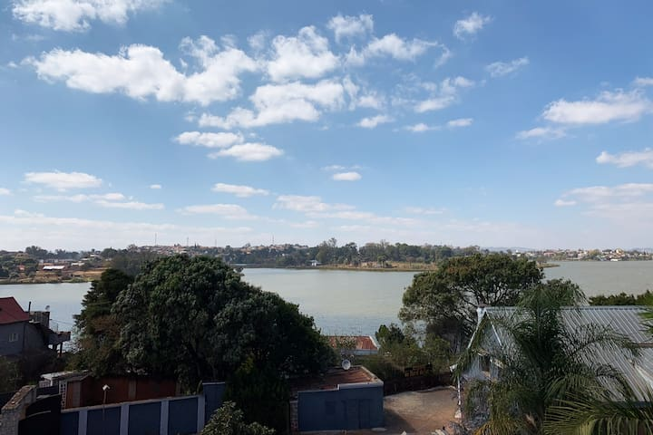 Lake-side home away from home in Ivato, near Tana