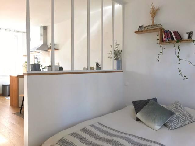 Chambre séparée par une verrière