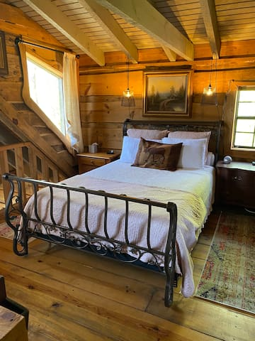 Loft bedroom features queen bed with Tempurpedic mattress. Private bathroom with shower. Television with Apple TV. Alexa speaker. Spectacular views from this treetop space!