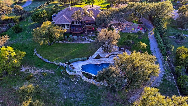 Austin Hill Country Retreat w/ Amazing Views!