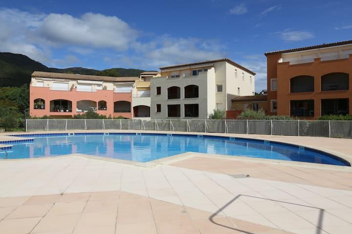 appart climatisé, 2 chambres, 2 piscines, parking