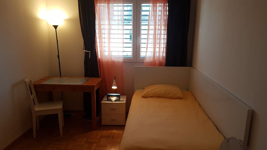 Cosy  room with easy access  best Prise !