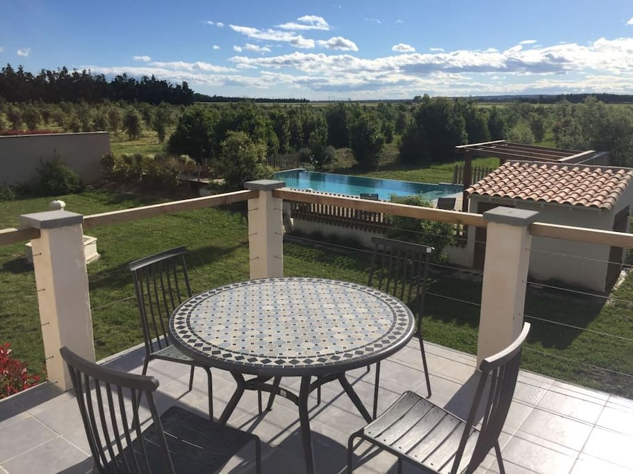 Provencal property 20 sleeps 2 private pools villas for Beaucaire piscine