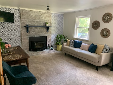 Best of both worlds; private basement apt on creek