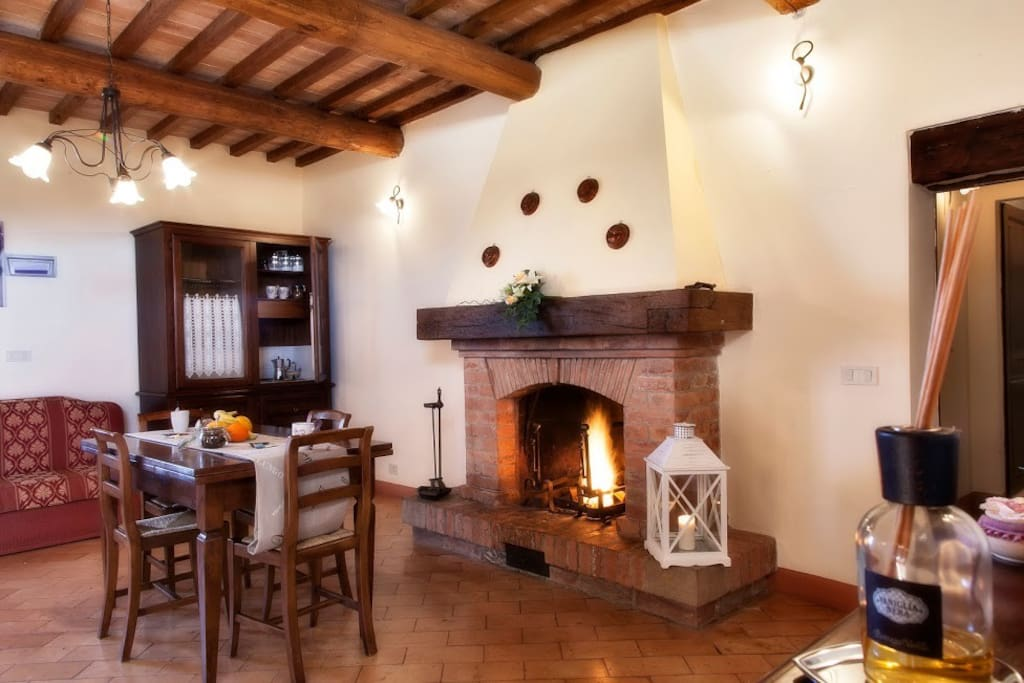 Cavarciano Apt 5 - Living room and fireplace