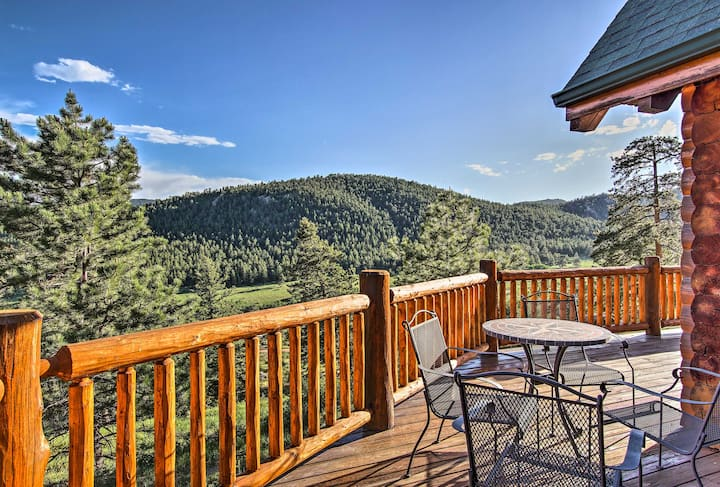 Estes Park Log Home w/ Hot Tub, Deck & Mtn Views!