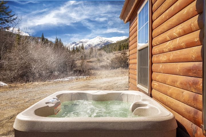 """***Fisher Cabin in the Crazy Mountains!!!  Mountain Paradise, Wildlife, Star-Gazing Hot Tub! """"15% Wi"""