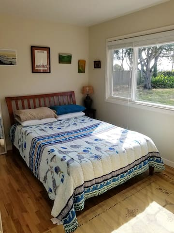 Clean and comfy room close to mtns and the beach!