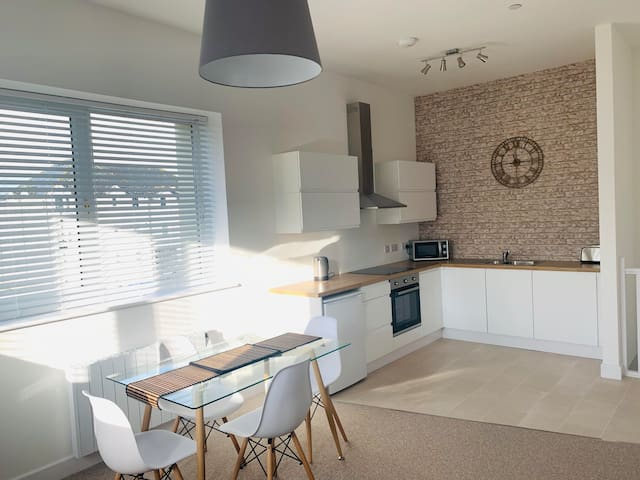 Ferry House - modern open plan 2 bedroom house