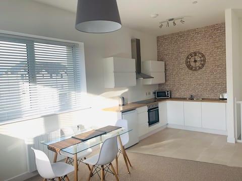 Ferry House - modern open plan 2 bedroom house
