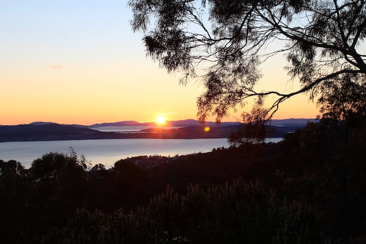Hillcrest Haven. River Views 10min from Hobart