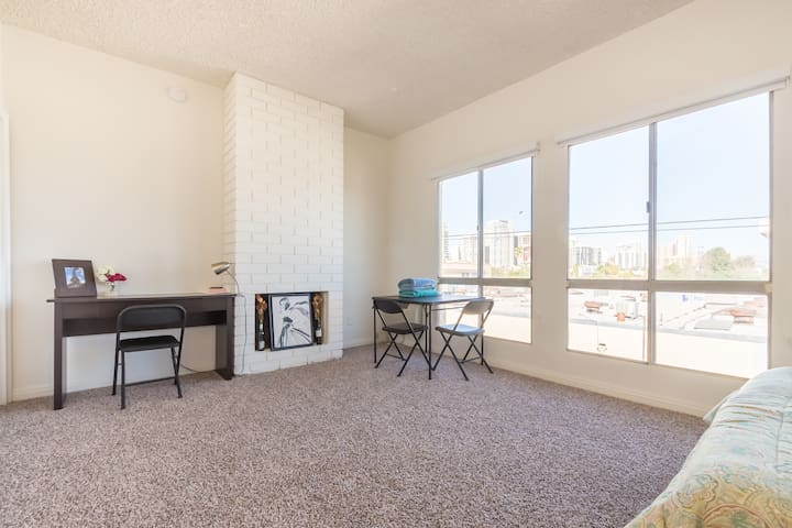 Renovated Studio Near UCLA with Parking