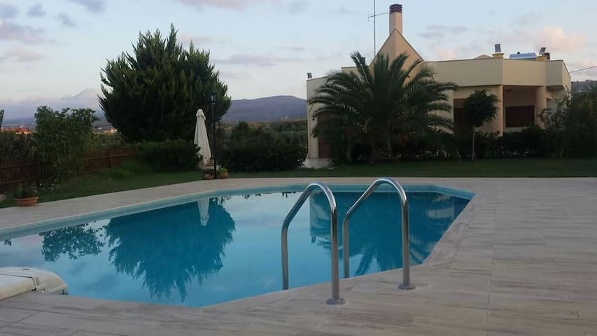 Villa Evelina-Relaxing holidays in a luxury place - Adelianos Kampos - 別荘