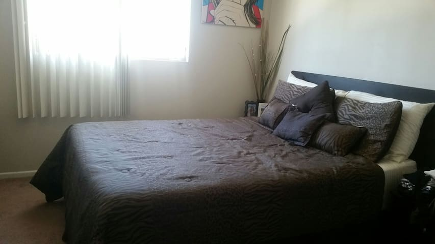 Feel at home while away from home! - Long Beach - Apartment