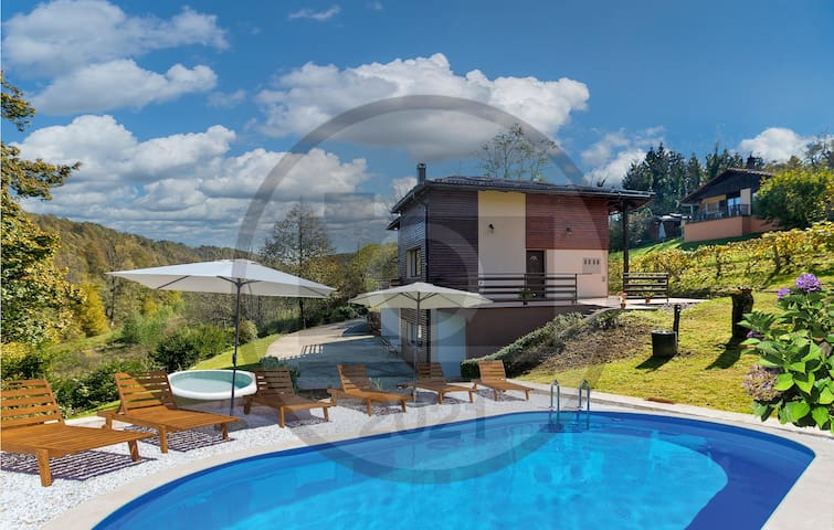 Awesome home in Bosiljevo with Jacuzzi and 4 Bedrooms