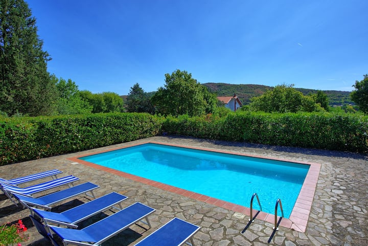 Casale Ambra - Holiday Country Villa with private swimming pool in Chianti, Tuscany