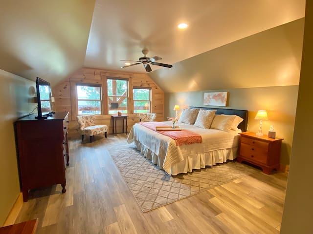 The Loft at Peach Orchard Hideaway